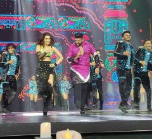 Arjun Kapoor & Kriti Sanon peforms at NEXA Awards Styled by Myntra