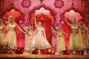 IndiaGÇÖs most loved actress and timeless beauty Rekha put on a nostalgic performance at NEXA Awards Styled by Myntra