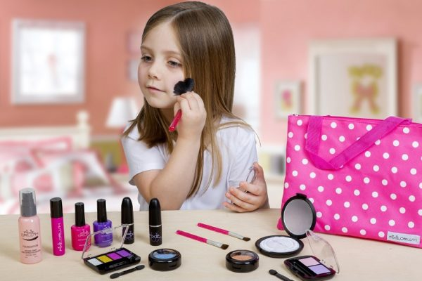 The Right Age for Kids to Wear Make-up